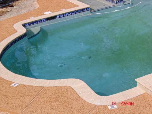 pool deck 2008 164